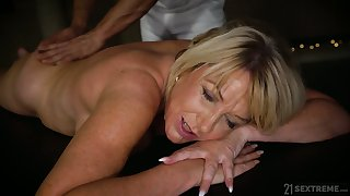 Young hormy masseur fucks fake tittied cougar with buxom ass Amy
