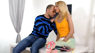 Ardent Hungarian blonde blowlerina Missy Luv works on boner bushwa