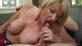 Housewife Amy Seduced Apart from The Boy Next Going in